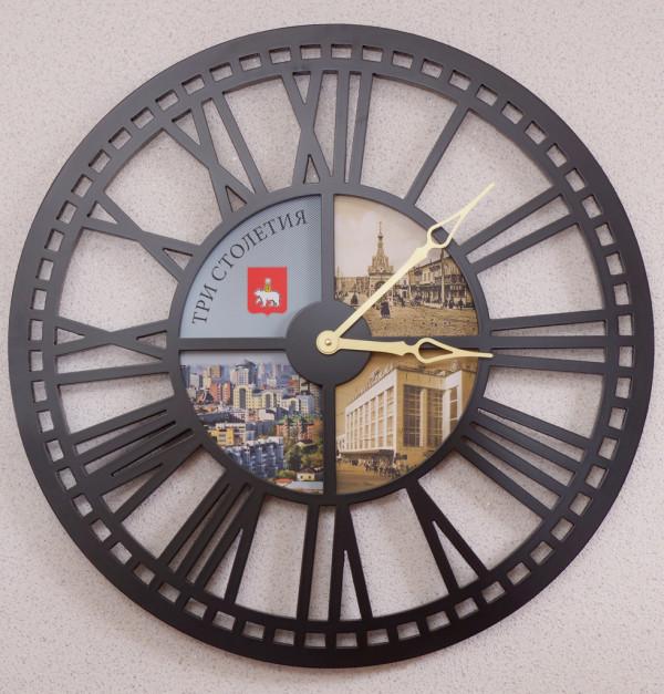 Пермь-300, Часы круглые 65 см