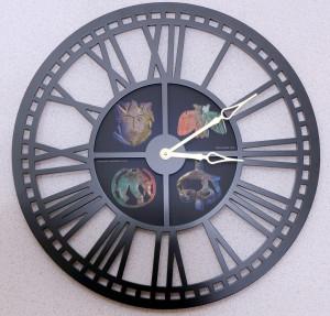 Часы круглые диаметром 65см со звериным стилем