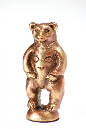 Медведь с личиной на груди