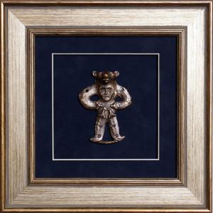 Панно «Медведь с личиной на груди»