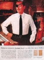 Рубашки фирмы «Хатауэй», 1951. Компания «Хатауэй» изготовляет мужские рубашки с 1837 года, но мало кто знал о ее существовании, пока Дейвид Оглви не сделал серию реклам этой фирмы, ставших классическими. Глаз манекенщика вполне здоров: просто по пути на работу Оглви купил в аптеке черную повязку, чтобы манекенщик выглядел выразительнее. Хотя первоначально эта реклама рубашки появлялась только в журнале «Нью-Йоркер», человек с повязкой на глазу мгновенно стал народным героем, известным во всей стране, ну а продажа рубашек взмыла под небеса. Черная повязка на глазу манекенщика держалась около сорока лет, и эта рекламная находка считается самой замечательной из всех рекламных находок всех времен.